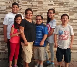 Foto de la familia de Shanir Salirrosas